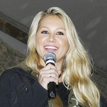 Anna Kournikova, Russian American immigrant