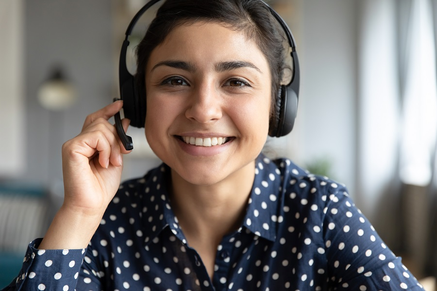 uscis customer service agent with immigration status updates
