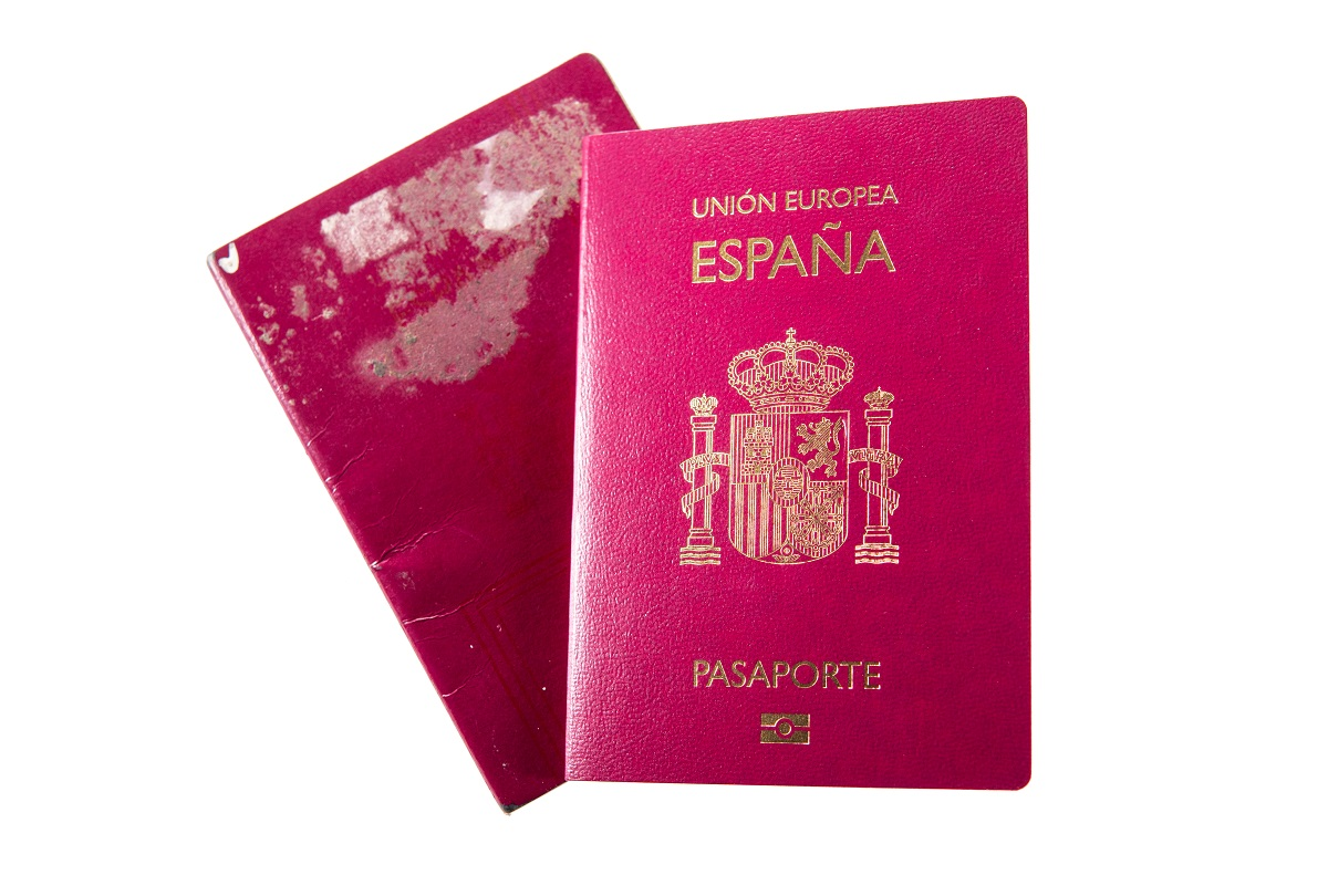 Expired passport used to file Form I-485