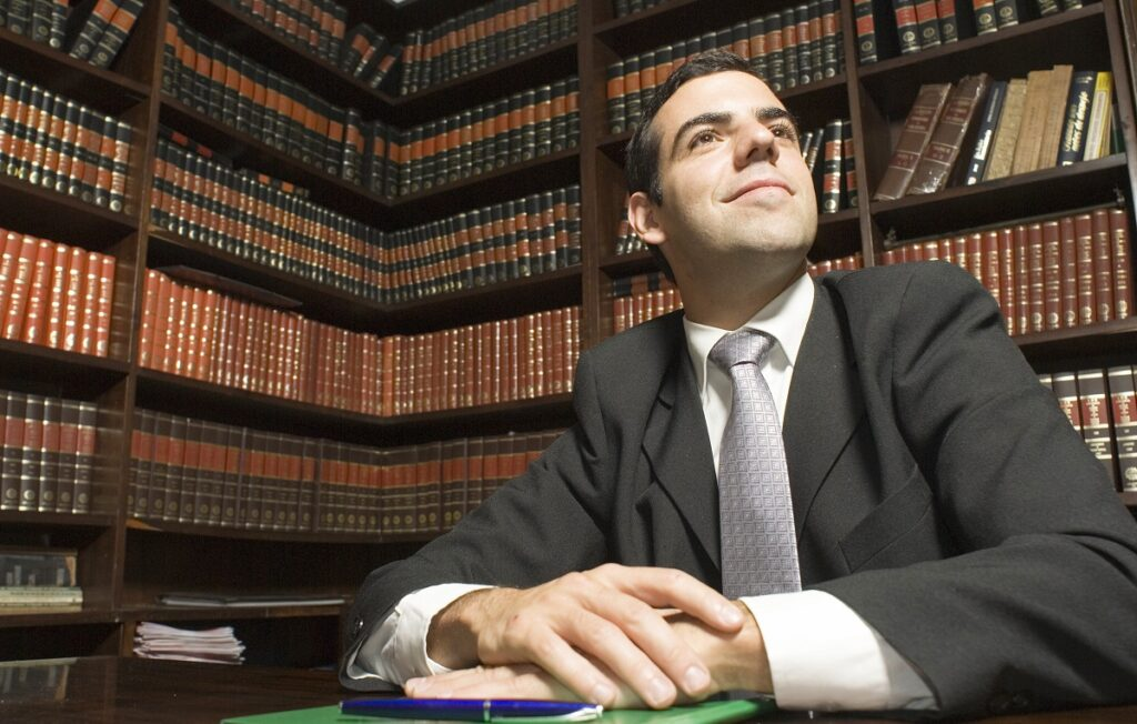 Attorney in library explains how to find an immigration lawyer